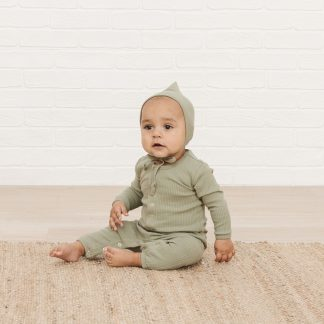 Quincy Mae Ribbed L/S Onesie (moss)
